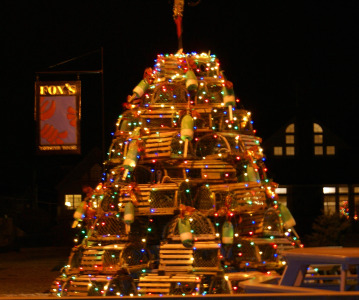 Lobster pot xmas tree at Nubble Light UTO